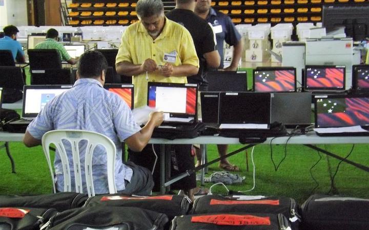 Samoa election staff vote count